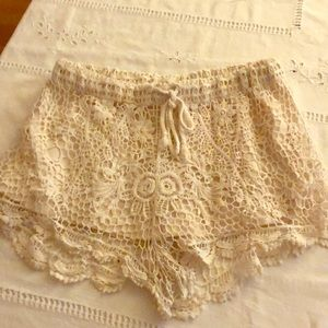 Iris Los Angeles - crocheted shorts - size M